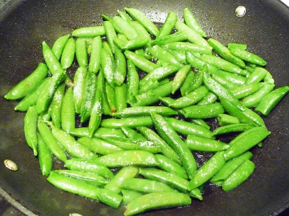 chinese pea pods in a pan - YEAH!