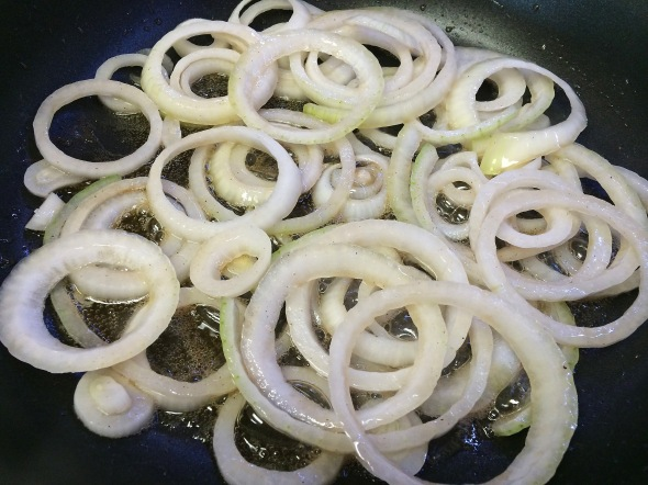 Making Sliced Onions For Swiss Steak From Betty's Cook Nook