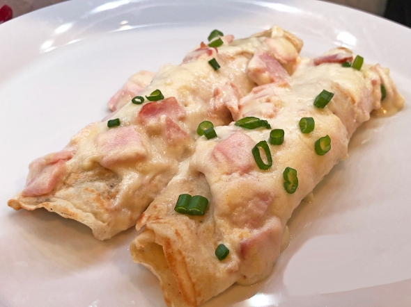 spinach crepes and ham sauce